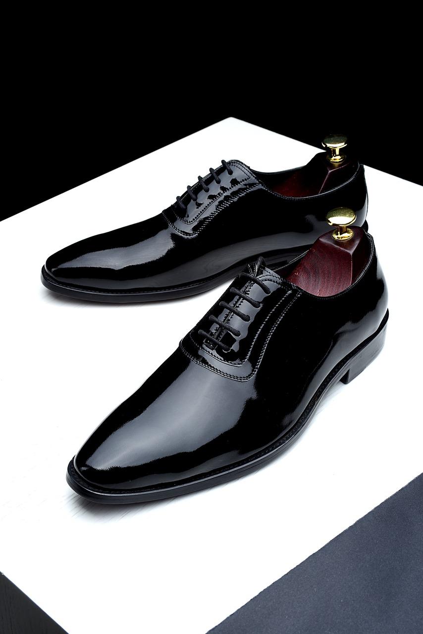 【日本製革靴】新人営業マンが最初に履くべき革靴とは?